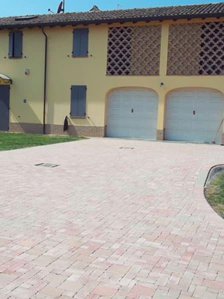 Cortile esterno piacenza cremona posa autobloccanti - Pavimentazione cortile esterno ...